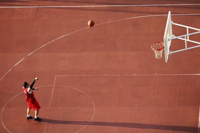 桜木花道の下投げフリースローのモデルは元NBA選手?